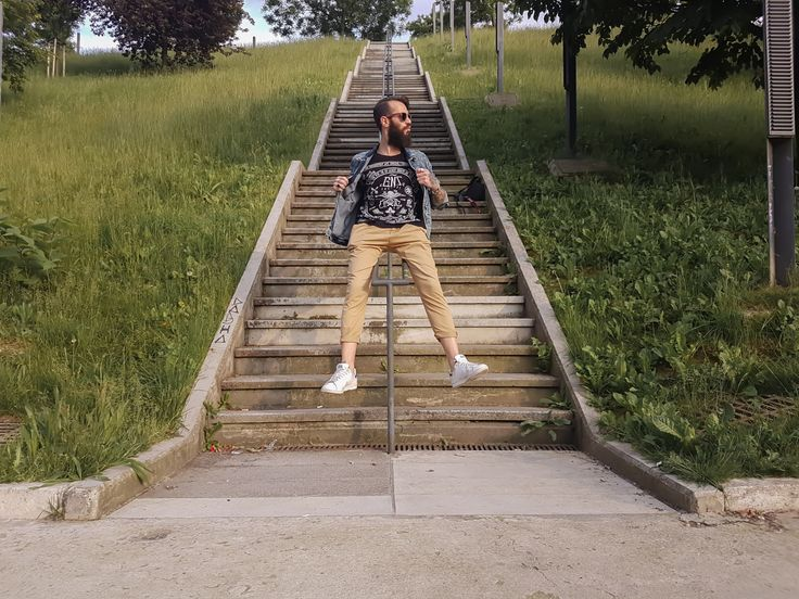http://www.theblackbeard.it/giacca-di-jeans-in-street-style/