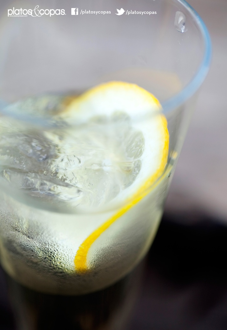 Revista PlatosyCopas // Pichuncho: pisco, vermouth y limón.