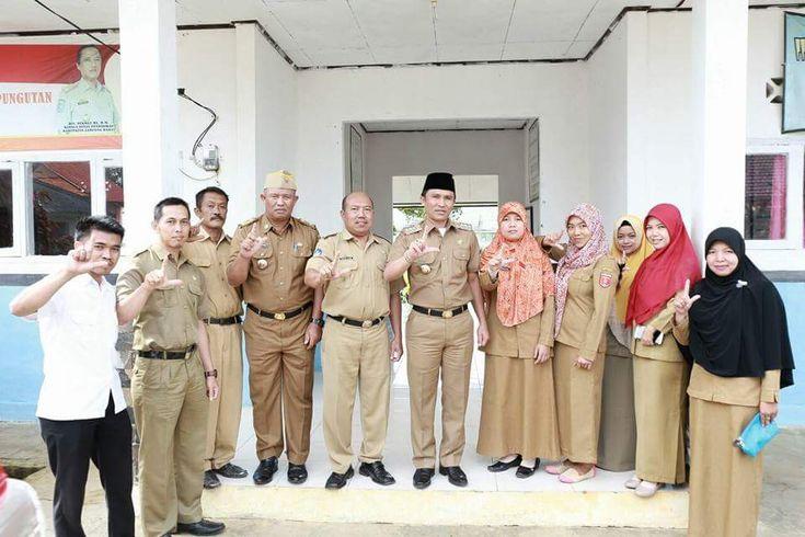 Kejarfakta.com, Lambar - Bupati Lampung Barat (Lambar) Parosil Mabsus, kini sedang galak-galaknya, melakukan kunjungan ke sekolah-sekol...
