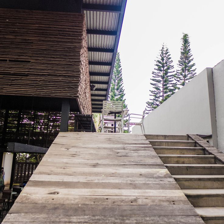 The ramp and The skin. [Bakoel Koffiee Bintaro by Andra Matin Architect]