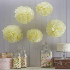 Decoratie Pompons - www.confettienco.be #decoratie #verjaardag #feest #pompon #kleur #colour #webshop #geel