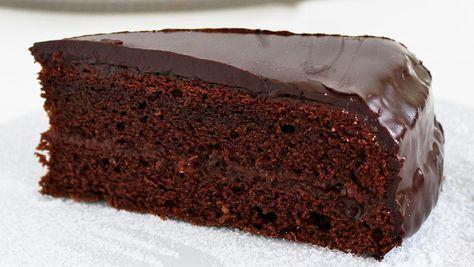 Egyszerűen csak összekeverjük a hozzávalókat, majd irány a sütő. A végeredmény pedig egy nagyon csokis, finom torta, mely az ünnepi asztalon is megállja a helyét.