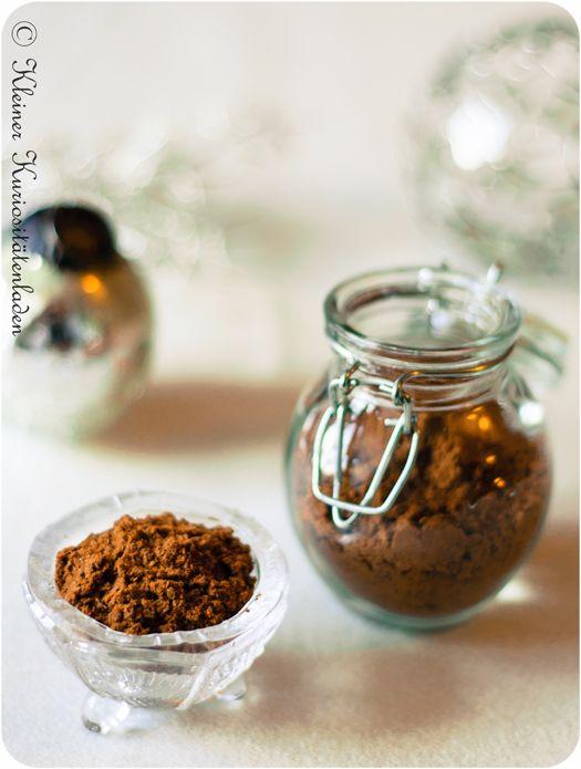 Lebkuchengewürz, hausgemacht Zutaten 20 g Ceylonzimt 5 g Nelken 4 g Ingwerpulver 3 g grüne Kardamomkapseln 3 g Macis, ganz 3 g Piment, ganz  2 g Koriandersaat 2 g Anissaat