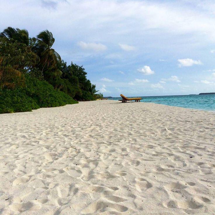 #mavi #gökyüzü #deniz #beyaz #kum #plaj #yeşil #ağaçlar #doğa #manzara…