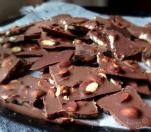 dairy free raw chocolate with almonds quirky cooking used 60g of maple syrup and made 36 mini chocs with almonds/shredded coconut/ginger or peppermint oil. Approx 2-3g of carbs per choc