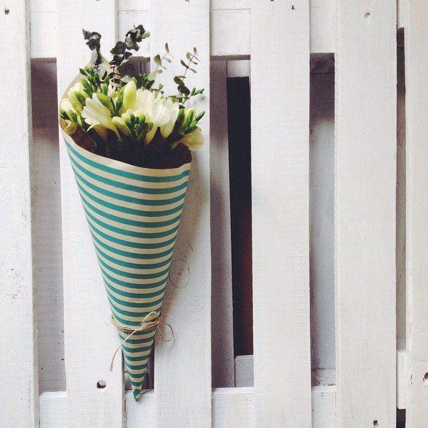 Freesia and eucalyptus // Фрезии и эвкалипт #beautifulflowers #slylishbouquet #freesia #coolflowers_cz #pragueflowersdelivery #kvetinypraha #dovozkvetin #vazanikytic