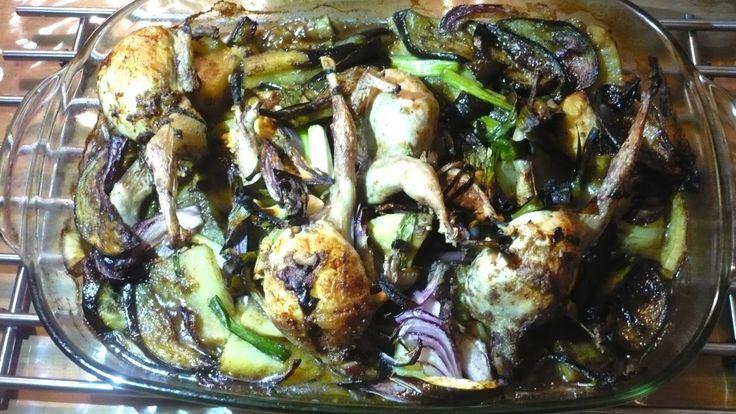 Kwarteltjes met droge gemalen Chans kruiden en specerijen, keltisch zeezout, Chans oestersaus, zoete aardappelen, courgette, knoflook, rode ui, groene asperges... Heerlijk genoten!