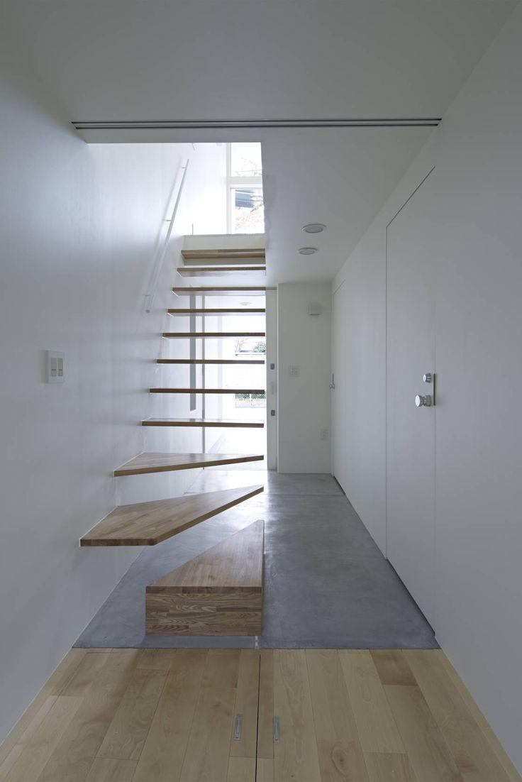 狭小住宅におすすめの階段デザイン another APARTMENT LTD. / アナザーアパートメント の オリジナルな 廊下&階段 公園の家