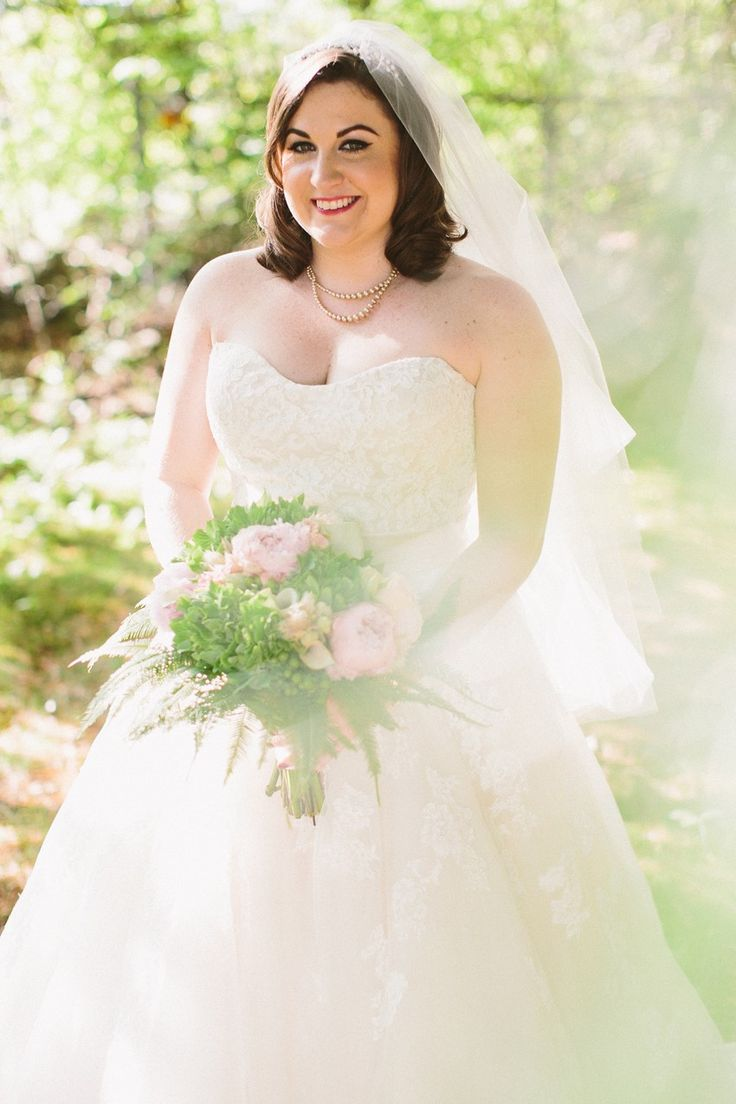Vintage pearl bridal blog real brides news amp updates wedding - A Romantic Vintage Wedding Inspired By The 1920s With Pops Of Pink