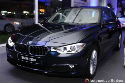 Around 4.5 million cars could be sold completely online only by 2020, says a Frost & Sullivan study. http://automotivehorizon.sulekha.com/around-4-5-million-cars-could-be-sold-completely-only_03_2013_postedby_jayashankar-menon BMW_320_D_Blue_Chennai