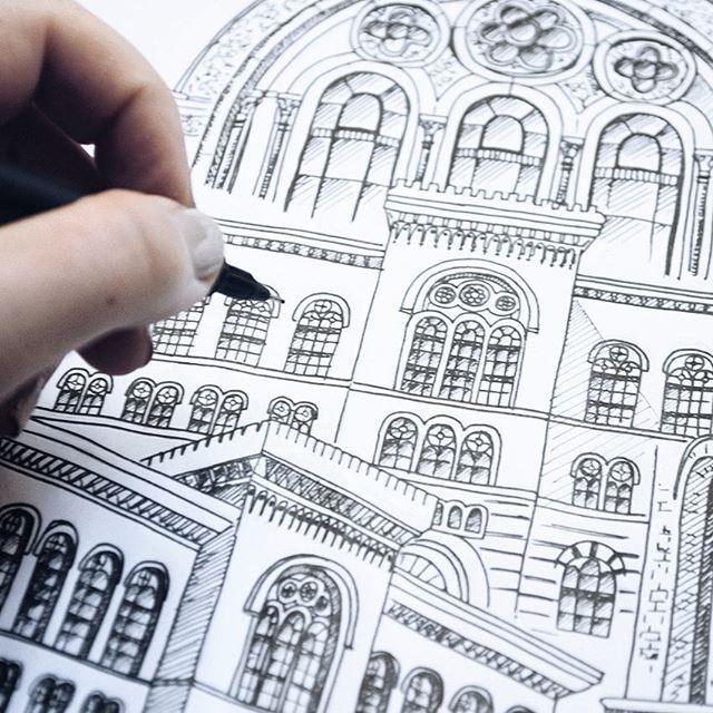 En närbild på riksarkivet såhär på kvällen  #sketch #sketching #artist #illustrate #illustrator #art #artwork #print #doodle #doodling #architecture #sweden #målning #rita #teckning #teckna #sketchbook #skiss #måla #hus #house #ink #fineliner #print #prints #wallart #urbansketches #usk #urbanart #Stockholm
