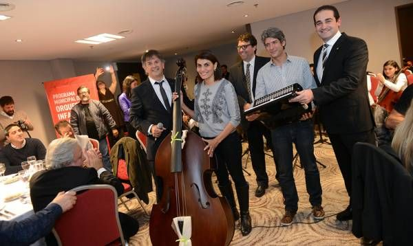 El Rotary Club donó un contrabajo para la Orquesta Infanto-Juvenil de Benavídez