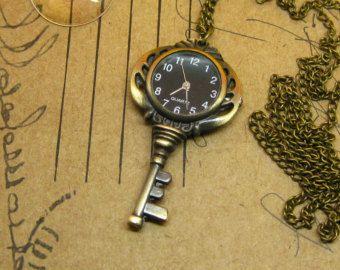 collar reloj/ key esfera negra de Thuytienda por DaWanda.com
