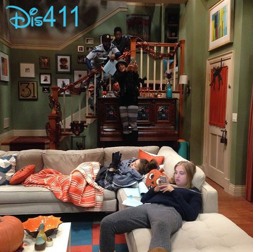 Photo Zendaya Veronica Dunne Tammy Townsend More On Set Of KC Undercover March 4 2015