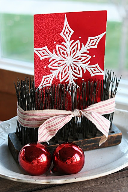 old wire brush turned card display - LOVE it!: Card Display, Photo Display, Photo Holders, Display Idea, Card Holders, Wire Brushes, Christmas Card, Brushes Display, Brushes Card
