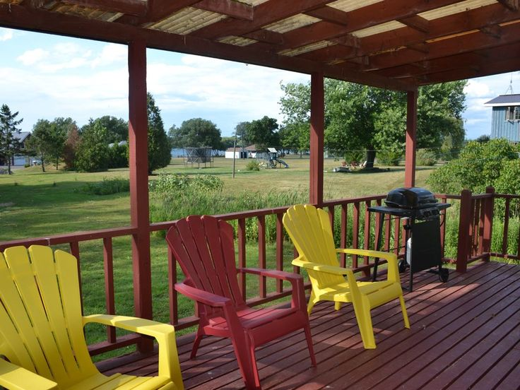 I emailed them about 9/14-17 .Located on the north shore of Wolfe Island. Fully equipped kitchen, laundry, 3 bedrooms, one bathroom. Waterfront access and use of pool. Great cycling, swimming, boating. Twenty minute free ferry ride from Kingston ...