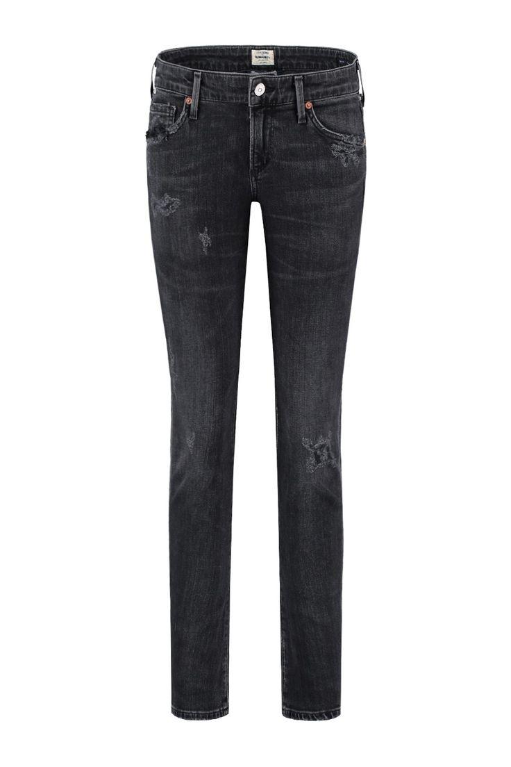 Deze jeans van Citizens of Humanity is van 98% katoen en 2% polyurethaan. De Racer is een skinny fit met een lage taille. Het is een supergave wassing van de Premium Vintage collectie van CoH, de jeans is afgewassen zwart met lichte plekken en een paar be