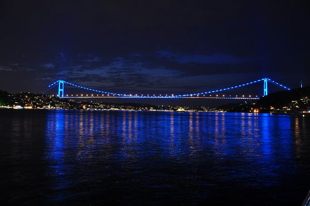 Fatih Sultan Mehmet Bridge: Going on a Bosphorus Dinner Cruise? Look Out for These Famous Landmarks! #Dolmabahçe Palace #Bosphorus #Bosphoruscruise #Istanbul #travel