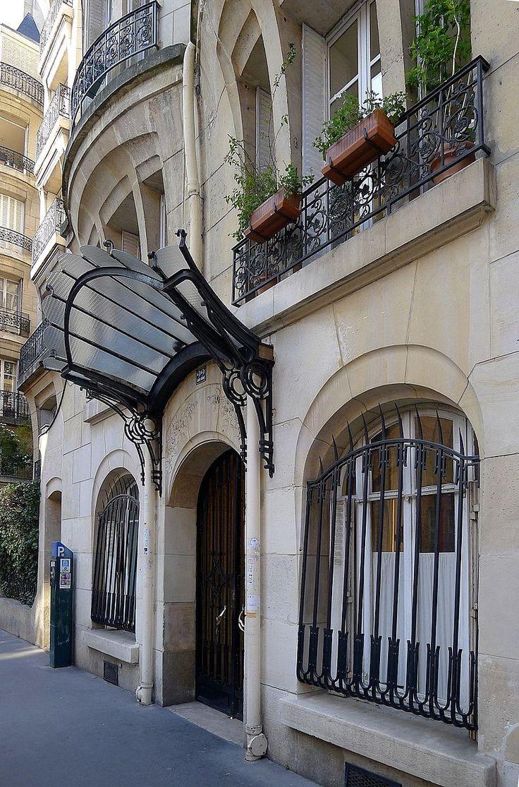 Immeuble d'habitation (1910) 22, rue Pierre et Marie Curie Paris 75005 Architecte : Jules (?) Saulnier.