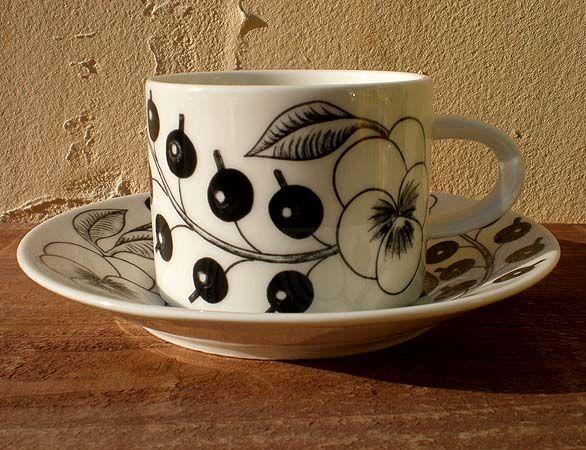 ARABIA Black Paratiisi designed by Birger Kaipiainen Tea Cup & Saucer