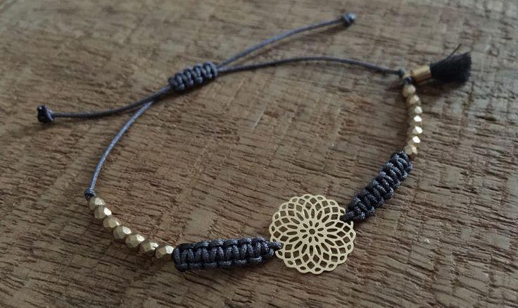 25 + › Armbänder – Armband aus Macramé-Perlen mit Boho-Mandala-Gold – ein Designer-Pierc …