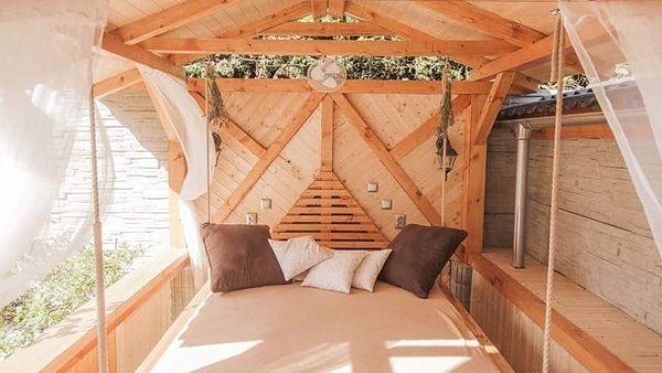 Pro chvíle odpočinku přes den i na spaní v noci slouží venkovní ložnice.