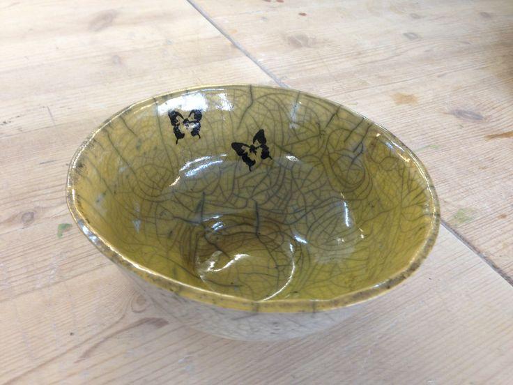 Gul begitning - transfer ( silkerammetryk) og transparent raku glasur