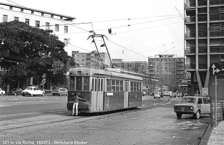 In un pezzo dell'ufficio stampa del comune di Cagliari di qualche anno fa la storia del tram a Cagliari, le rotaie e i passaggi al Poetto.