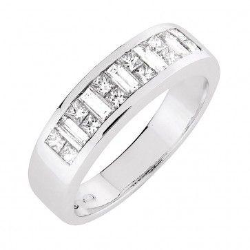 #Vihkisormus - Newport - #MalminKorupaja. Näyttävä #timanttisormus, #valkokulta. Timantit #princessahionta ja #baguettehionta. #Diamond #ring by Malmin Korupaja. #Wedding ring with #princesscut and #baguettecut diamonds. #Whitegold.