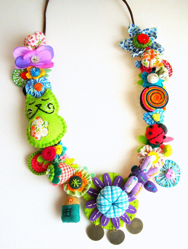 Necklace from Gata Valquíria  https://www.facebook.com/GataValquiria https://www.etsy.com/shop/GataValquiria
