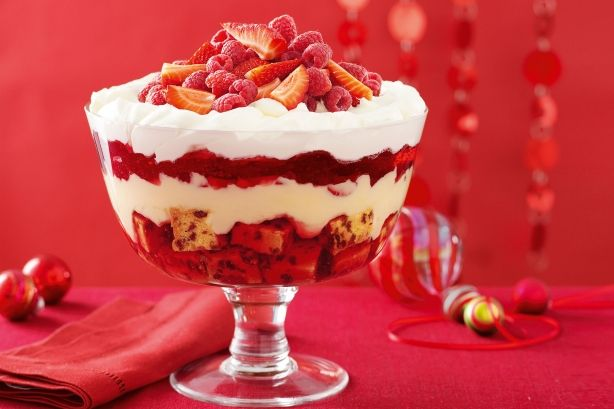 Here's a simple Christmas Trifle recipe you'll love and it only uses 10 ingredients. This will be a Christmas Cracker!