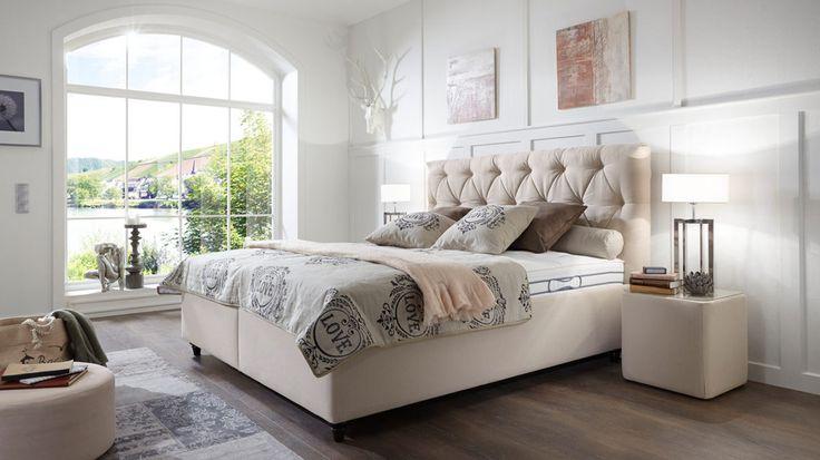 Comfortmaster Polsterbett Villa Vicini mit Bettkasten und mit cremefarbenem Stoffbezug dazu gedrechselte Buchenholzfüße #Bett #Schlafzimmer #Träumen #Entspannen #creme #home #gemütlich