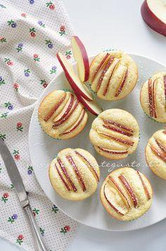 I Muffins ricotta e mele sono un pò la colazione perfetta con cui dare il buongiorno alla vostra giornata e la merenda ideale con cui interrompere il vostro pomeriggio.. Facilissimi da realizzare, …