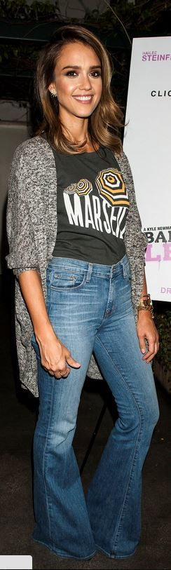 Who made  Jessica Alba's gray cardigan sweater and print tee that she wore in Los Angeles that she wore in August 28, 2014