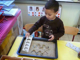 dinosaurussen stekels tekenen in het zand