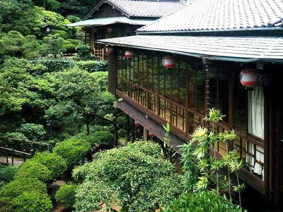 創業寛永十九年 史跡料亭花月のサイト。長崎の伝統卓袱料理が楽しめる県指定史跡の料亭です。