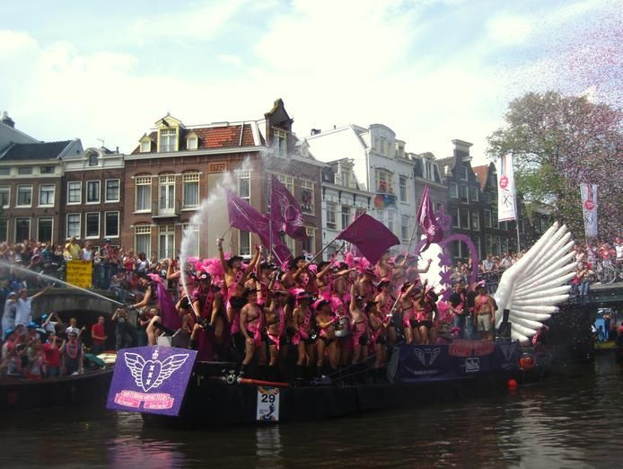 foreigners think a lot of dutch people are gay