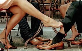 Algunos infieles están demasiado preocupados/estresados/culpables para terminar una relación comprometida o pedir el divorcio, por una variedad de razones. Entonces tienen una aventura para forzar el asunto y cerrar las cosas. Puede que nunca entiendan la verdad, ya que tienen años de emociones y resentimiento para superarla, antes de que