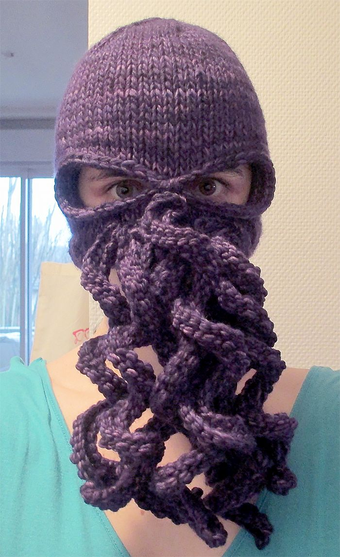Free Knitting Pattern for Kraken or Cthulhu Mask - This tentacled ski mask / balaclava can turn you into a kraken, octopus, squid, Cthulhu or Davy Jones, whatever tentacled creature you want to be today. Designed by Segolene Roudot. Available in English and French
