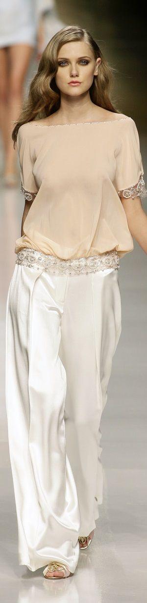 Valentin Yudashkin detalles de blusa.