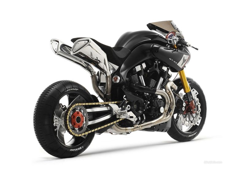 Yamaha MT-09 is a completely new concept in the design of a sports motorcycle. With its compact new frame and drive train with 3-cylinder high torque, this engine new generation of high performance is designed for those drivers who appreciate the cha