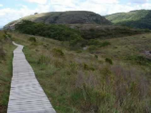 Canyon Guartelá - Localizado no Parque Estadual do Guartela - TIbagi, a 45 km de Ponta Grossa. Ocupa a 6ª posição entre os canyons mais extensos do mundo, com 32km.