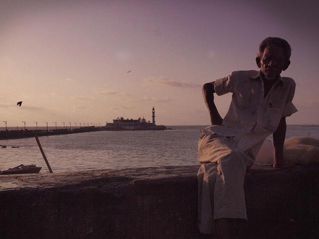 Oldman and the Dharga by Arun Shah Masood, via Flickr