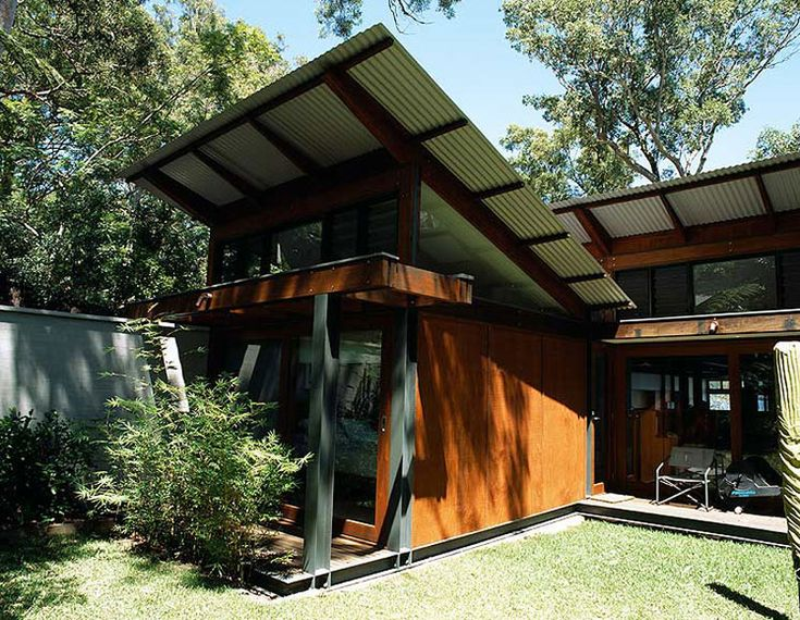 Angled monopitch roofs clad in COLORBOND® steel are finely poised to capture the bush views on this home overlooking Sydney's Pittwater.