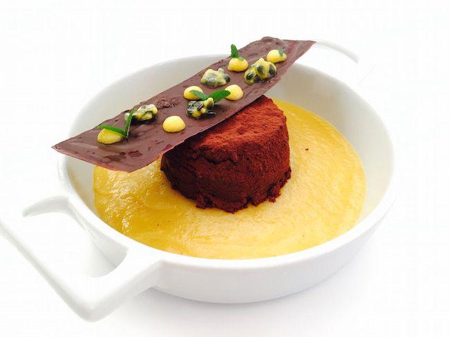 Soffice al cioccolato, caco mela alla vaniglia e cialda croccante al frutto della passione   Food Loft - Il sito web ufficiale di Simone Rugiati