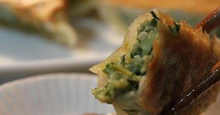 ニンニク、ニラ、ショウガが入らないさっぱりとした餃子です。レンコンの食感とでんぷん質が美味しいですよ~!