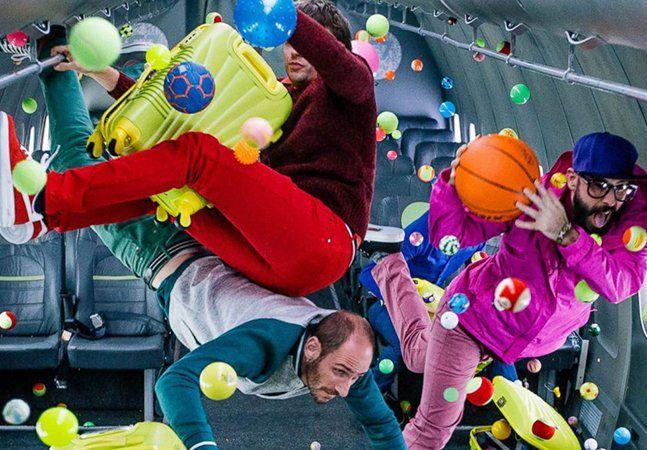 A banda norte-americana Ok Go já é mais do que conhecida por seus videoclipes muito bem produzidos e com coreografias inusitadas, como o vídeo deHere It Goes Again, filmado em esteiras de corrida, White Knuckles, com cães adestrados, e I Won't Let You Down, do qual falamos aqui. As produções já renderam à bandatrês MTV Music Awards de Melhor Vídeo - e o novo clipe que acabam de lançar promete ser um ótimo candidato para levar o prêmio novamente. Se trata da músicaUpside Down Inside Out…