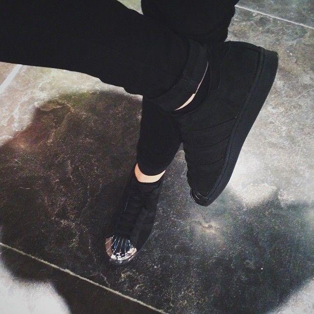 Adidas Superstar 'metal toe'