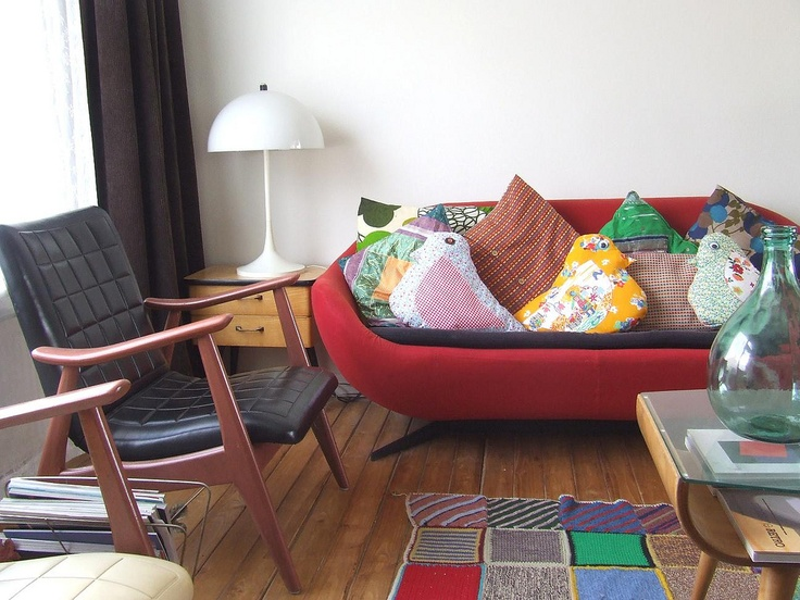 Retro Living Room Entrancing Decorating Inspiration