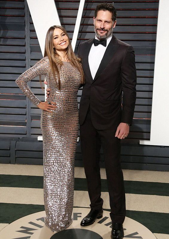 Sofia Vergara emphasized her curves in creation by Michael Kors at Oscar's party!